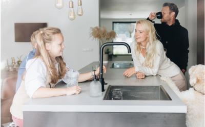 gezin-gezellig-in-keuken
